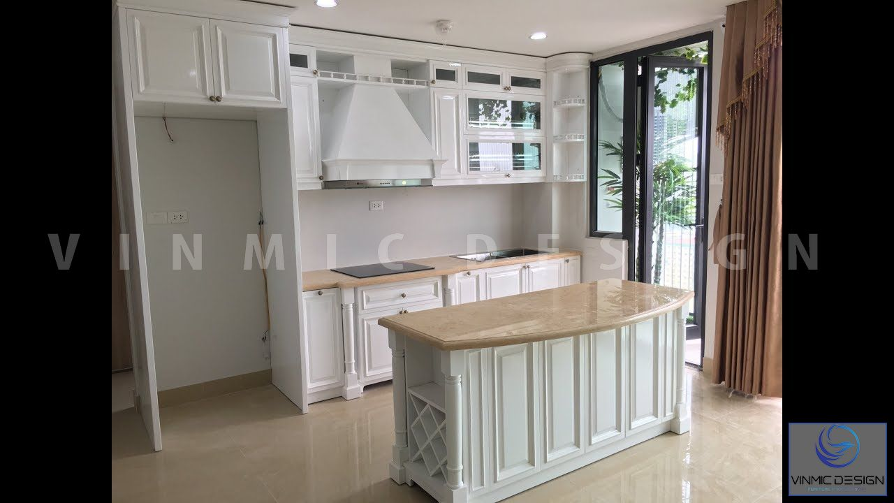 Thi công tủ bếp bằng chất liệu gỗ Sồi Nga phun sơn trắng