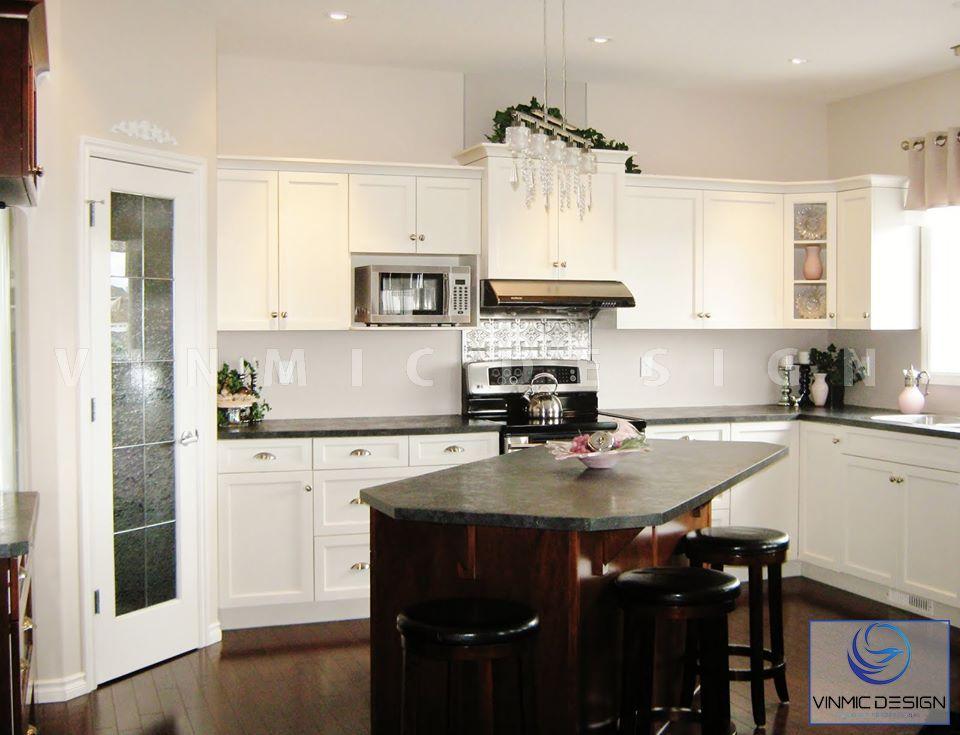 Không gian bếp sang trọng với bộ bàn ghế ăn tiện lợi