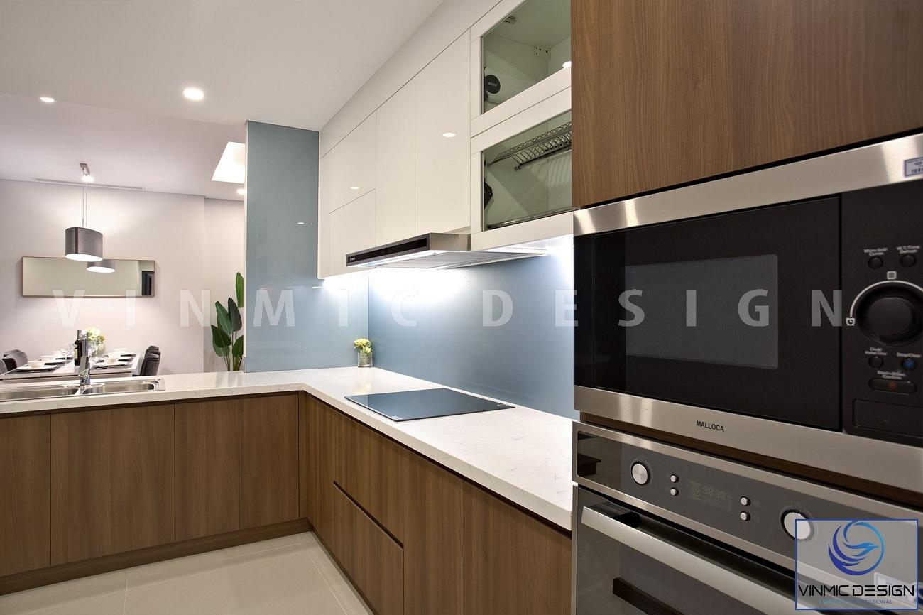 Không gian phòng bếp sạch sẽ sáng bóng với gỗ MDF chống ẩm