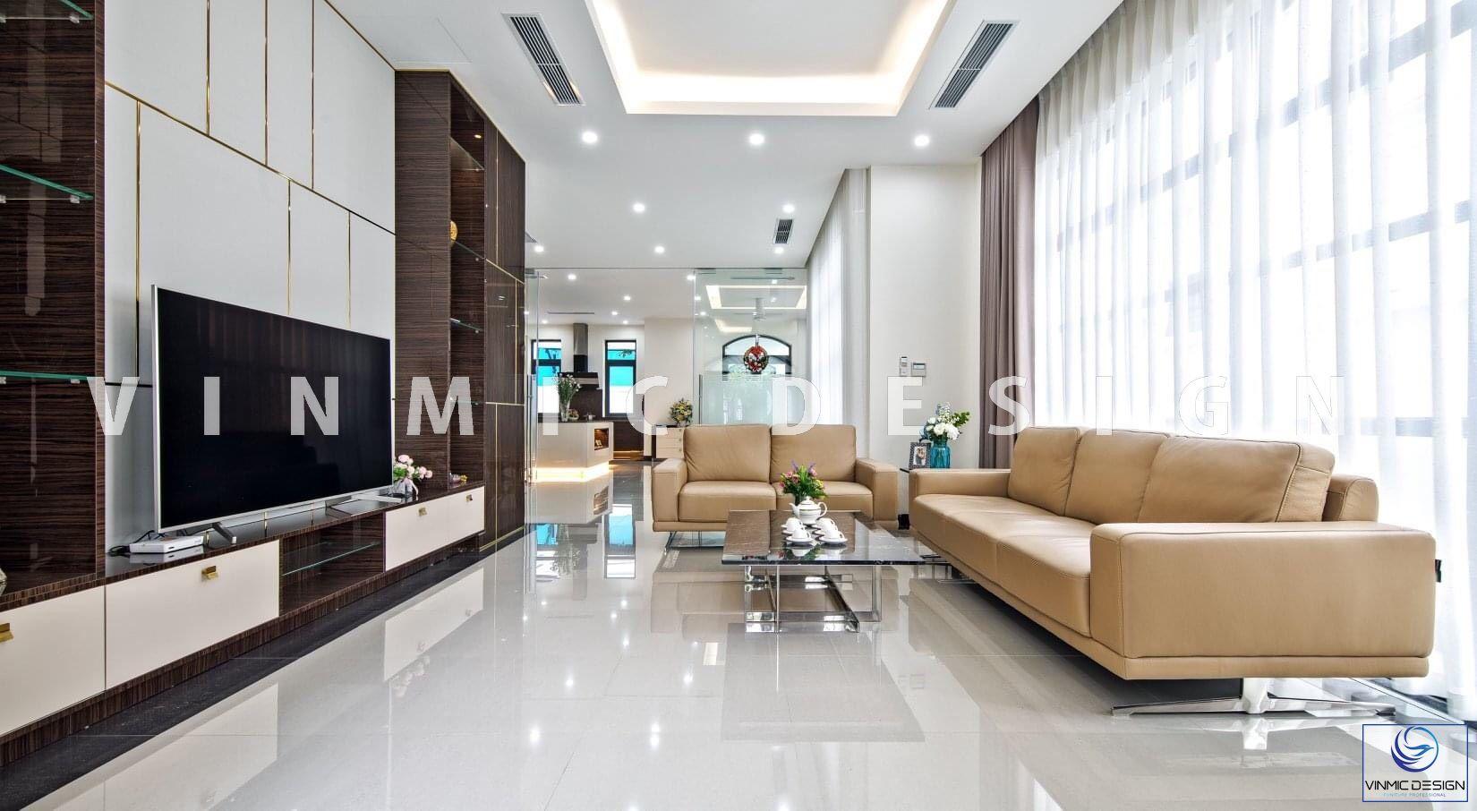 Thiết kế phòng khách biệt thự hiện đại, tận dụng ánh sáng thiên nhiên từ cửa sổ lớn