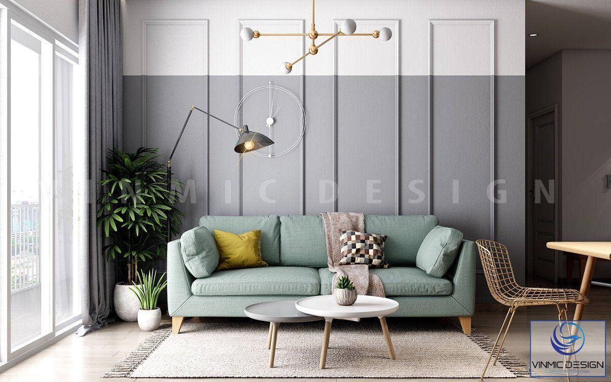 Phòng khách được thiết kế mềm mại hơn nhờ phào chỉ và bộ sô pha làm điểm nhấn