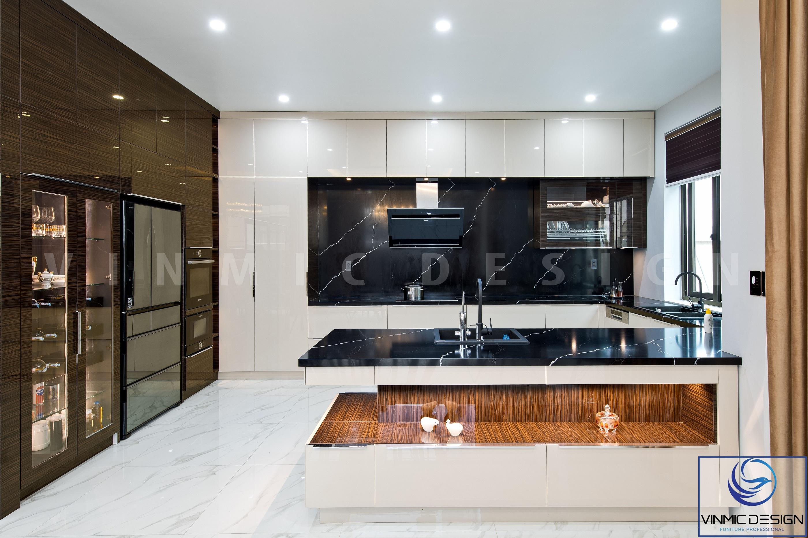 Không gian phòng bếp được thi công và bố trí gọn gàng, ngăn nắp