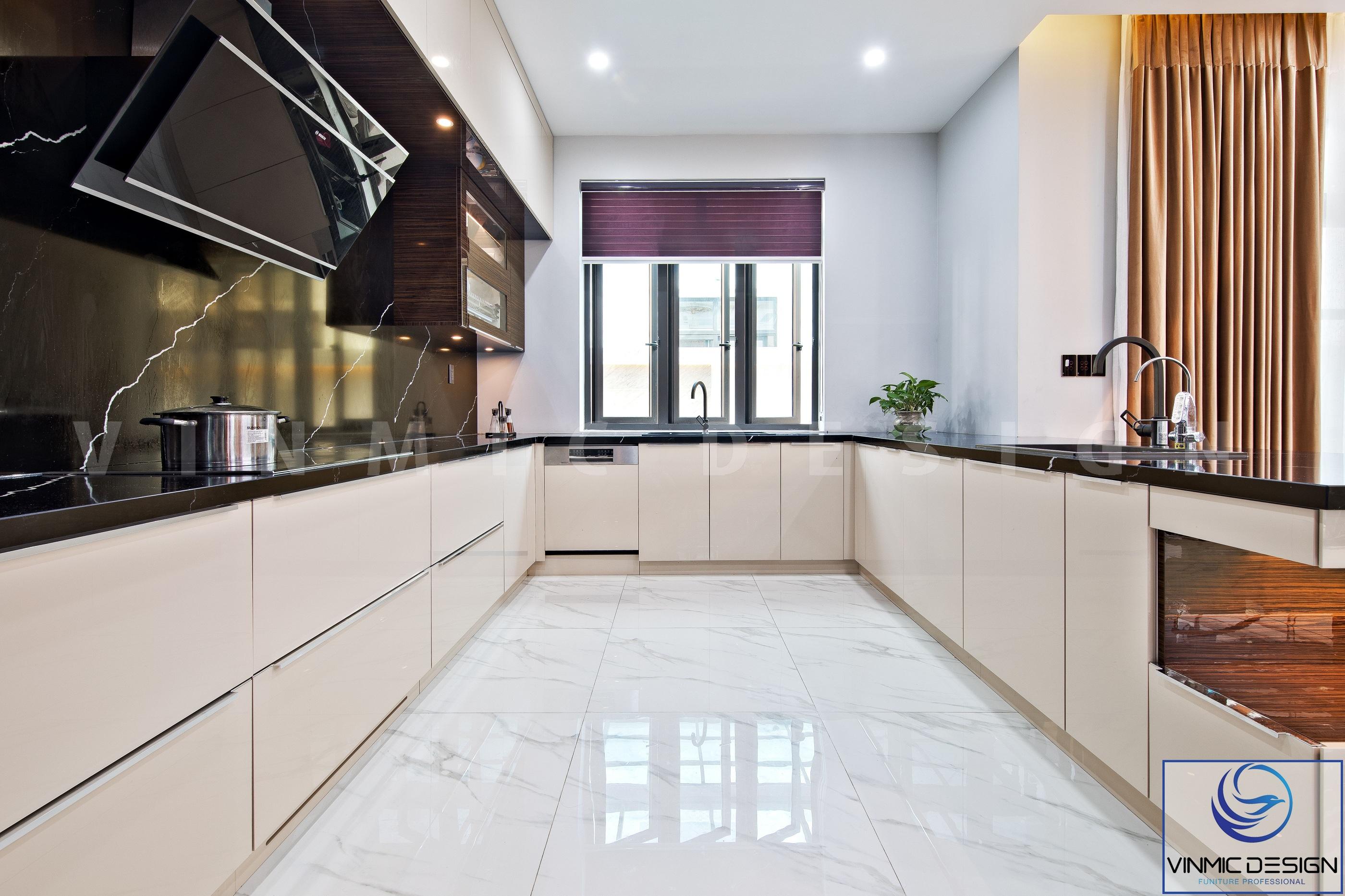 Tủ bếp dạng chữ U nhằm tận dụng hết công năng gian bếp