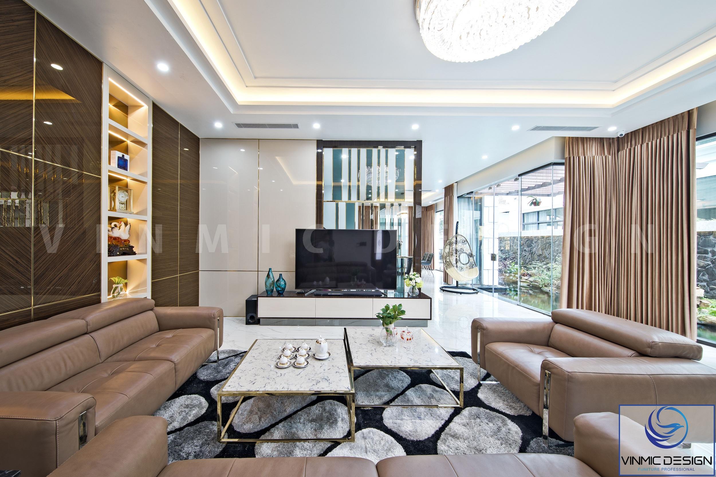Phòng khách nổi bật với bộ sofa cùng với bàn trà cách điệu