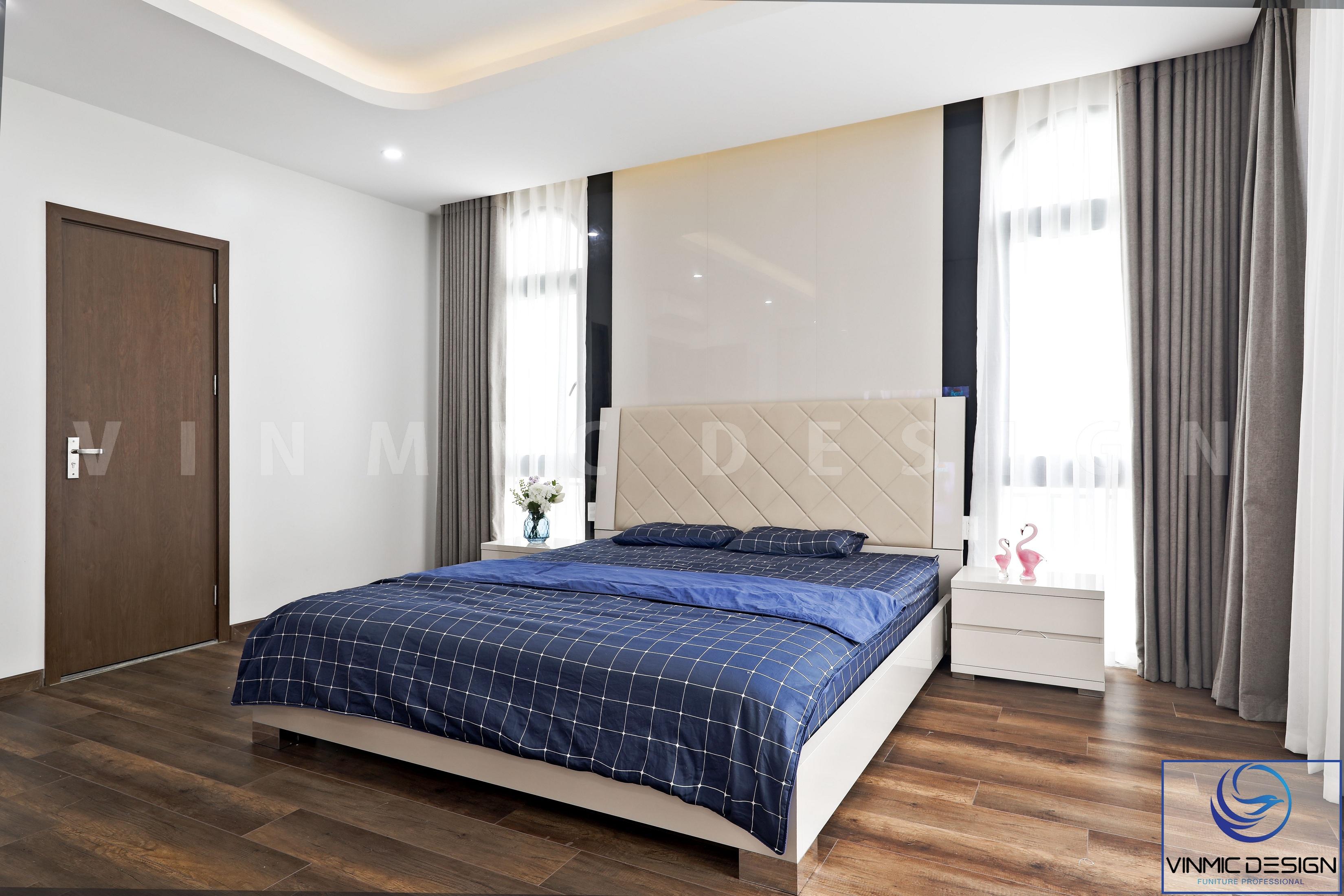 Phòng ngủ với phong cách hiện đại nên giường ngủ cũng được thi công gọn gàng, không rườm rà