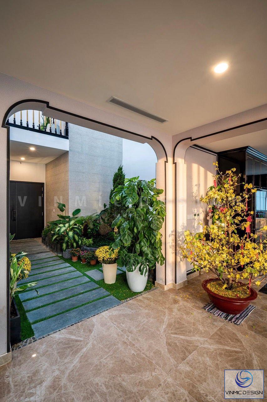 Khu sân vườn là sự kết nối giữa phòng khách để tạo một điểm nhấn mạnh