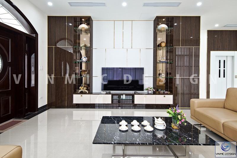Một góc khác công trình thi công nội thất tại biệt thự Vinhomes Hải Phòng, nổi bật với kệ tivi sáng bóng bề mặt Acrylic