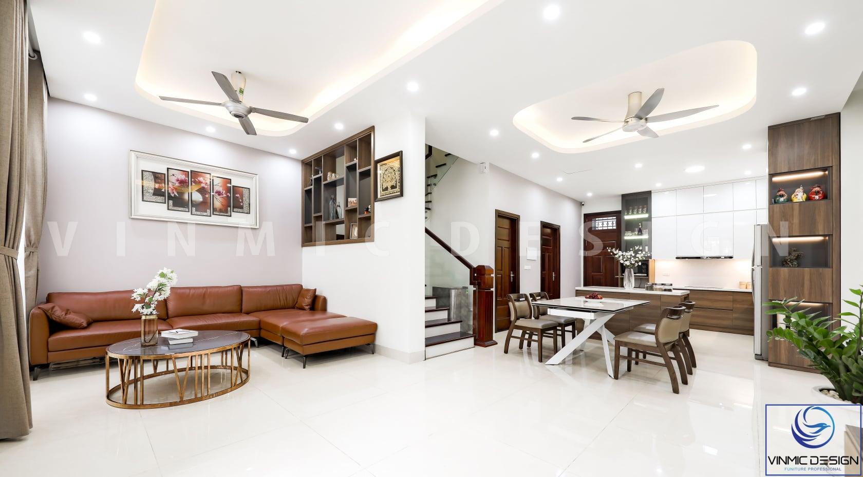 Thiết kế và thi công nhà phố 4 tầng nổi bật với bộ sofa da nâu sang trọng