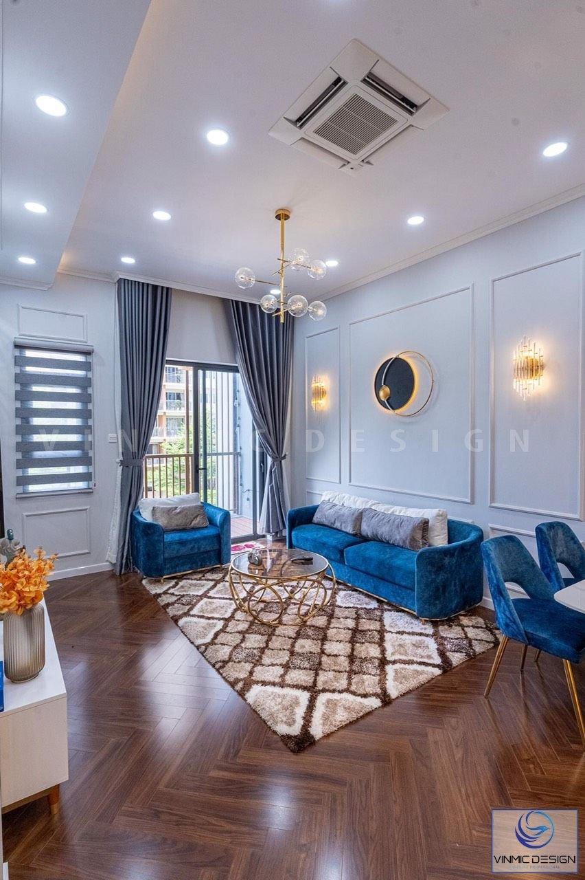 Điểm nổi bật trong thiết kế nội thất của phòng khách là bộ sofa với đường nét thiết kế mang phong cách châu Âu.