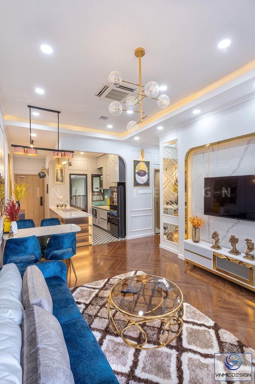 Căn phòng khách có diện tích rộng hơn nhờ cách bố trí đồ nội thất hợp lý.