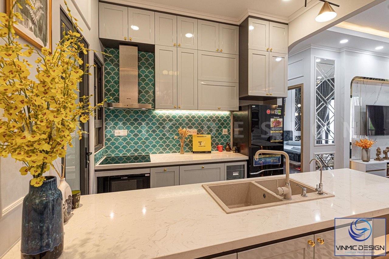 Thi công phòng bếp chung cư phong cách tân cổ điển đầy đủ thiết bị.