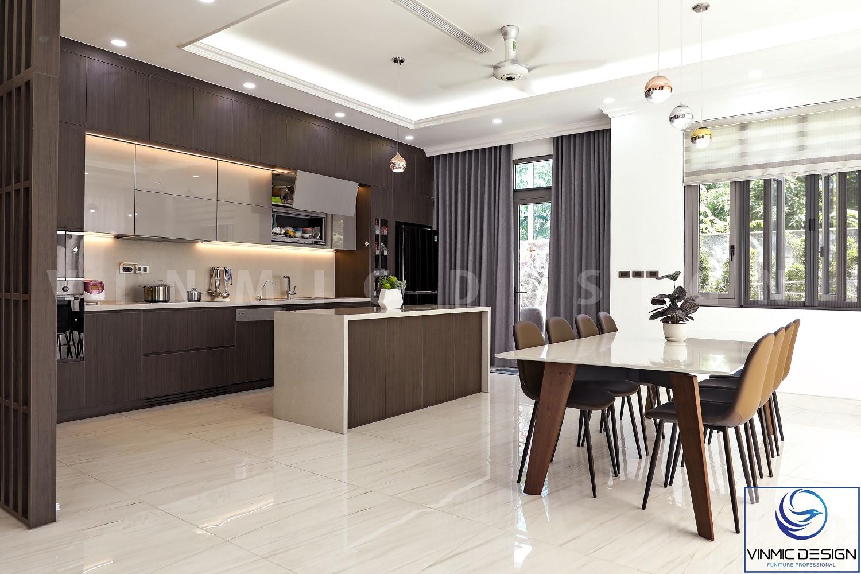 Không gian phòng bếp đơn giản mà sang trọng.