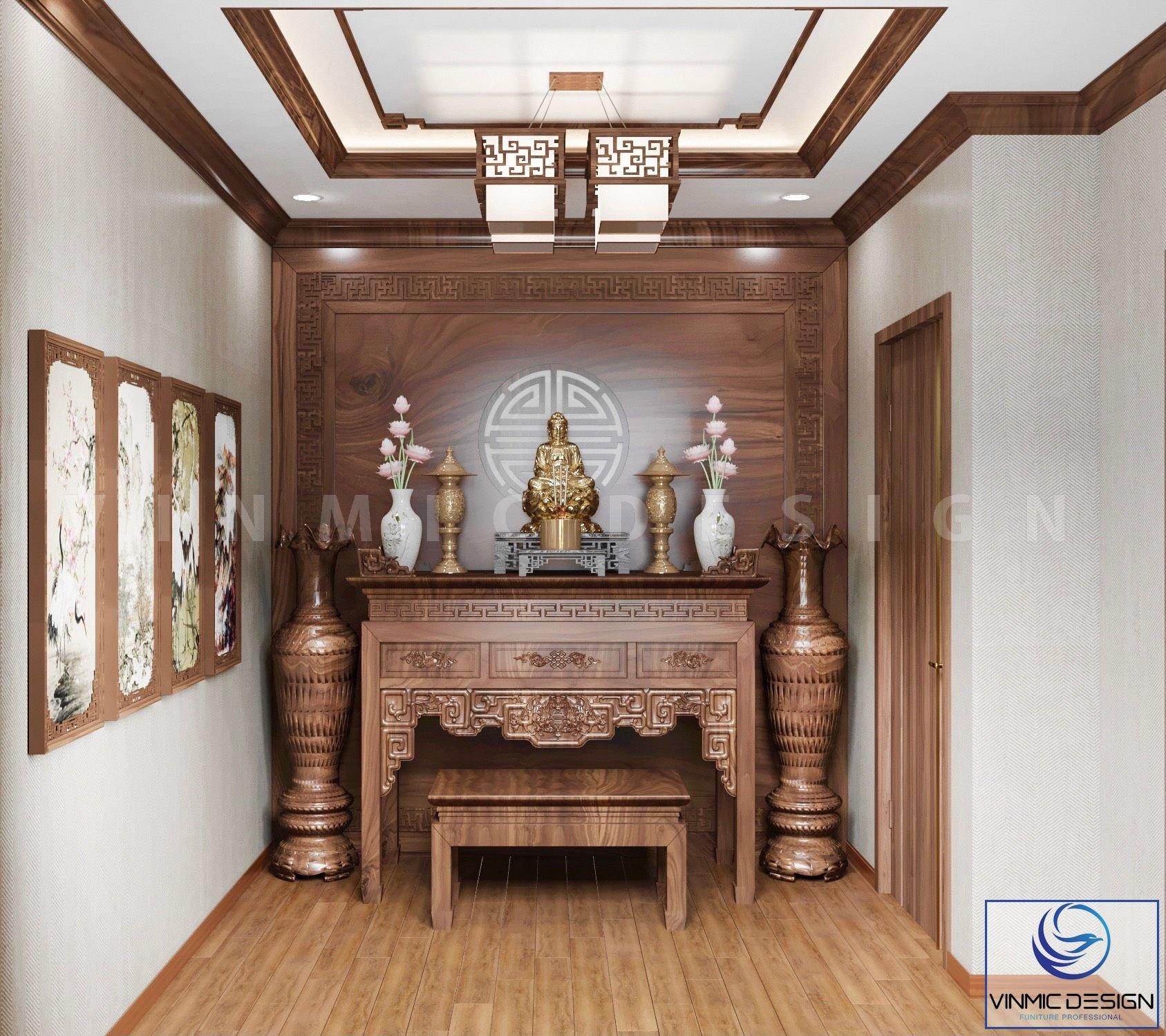 Bàn thờ làm gỗ gụ đặc biệt tạo sự tôn nghiêm, yên tĩnh.