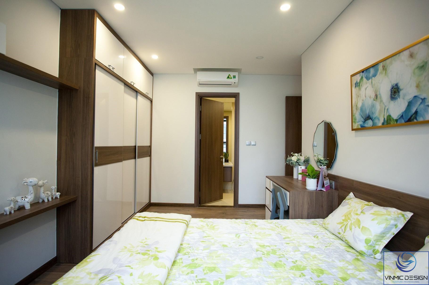 Phòng ngủ của vợ chồng Vinmic làm tông màu tươi mát.